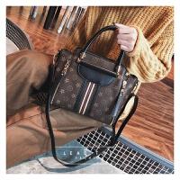 冬季包包女新款潮韩版百搭斜挎单肩个性时尚大气秋冬款手提包