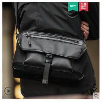 男士包包单肩斜挎包新款潮休闲运动小背包男式商务皮包