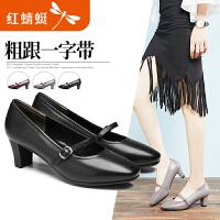 红蜻蜓秋季新款中跟粗跟复古方头一字带时尚真皮职业女鞋