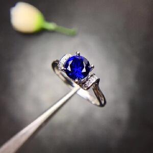 斯里兰卡蓝宝石戒指,满火彩