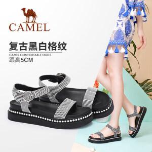 骆驼女鞋 2018夏季新款 复古黑白格纹舒适珠饰厚底时尚百搭凉鞋潮