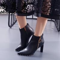 加绒铆钉高跟短靴女欧美秋春新款马丁靴时尚尖头粗跟裸靴黑色女靴