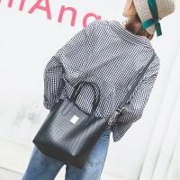 代代花枳女士包包水桶包女2017秋季新款时尚简约斜挎包镂空手提包女单肩大包