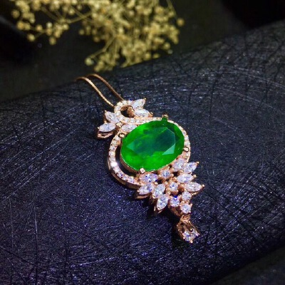 天然哥伦比亚祖母绿吊坠,祖母绿被称为绿宝石之王