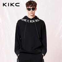 【商场同款】kikc连帽卫衣男2018春季新款黑色时尚印花长袖上衣男