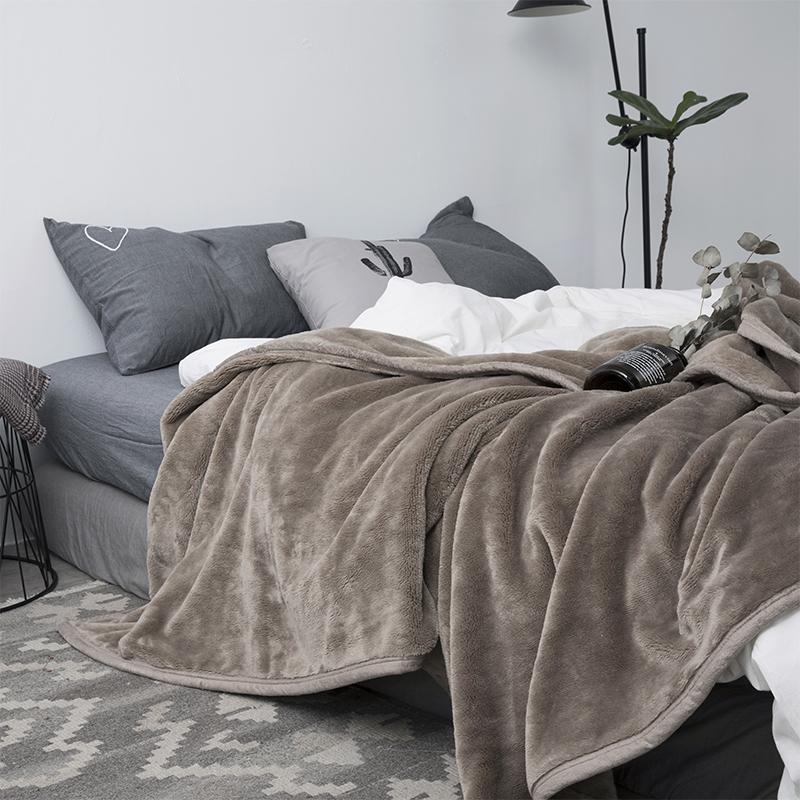 日式纯色毛毯双层法莱绒毯单人午休毯双人保暖加厚珊瑚绒沙发毯子