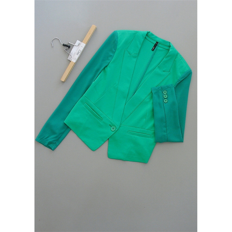 [18-200]新款女装短款上衣时尚短外套0.27 发货周期:一般在付款后2-90天左右发货,具体发货时间请以与客服商的时间为准