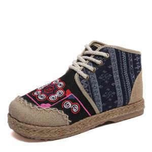 WARORWAR新品YM57-G70冬季民族风平底舒适女士靴子马丁靴