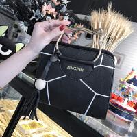 女士包包时尚单肩斜跨包韩版潮小方包学生百搭手提包女包 黑色 印花