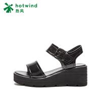 【5.26-5.31 1件4折】热风小清新女士休闲凉鞋坡跟高跟鞋露趾H55W8216