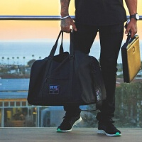 肌肉队长休闲大容量手提斜跨运动背包男女通用健身户外旅行单肩包