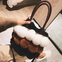 毛毛水桶包包女2018秋冬款新款潮韩版百搭斜挎包时尚毛球包手提包