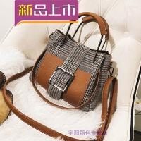 小包包女秋冬新款时尚锁扣手提水桶包大气单肩斜挎包