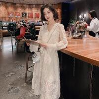 很仙的v领连衣裙女装2019春季新款中长款秋冬季重工打底蕾丝裙子 杏色-预售款 预计2月底发货