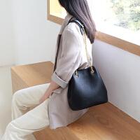 包包女2019新款时尚真皮水桶包头层牛皮简约单肩包百搭斜挎链条包