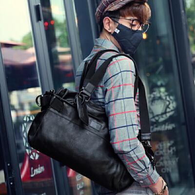 韩版斜挎包男包包手提包单肩包男士背包大斜跨休闲包旅行包潮包 发货周期:一般在付款后2-90天左右发货,具体发货时间请以与客服协商的时间为准