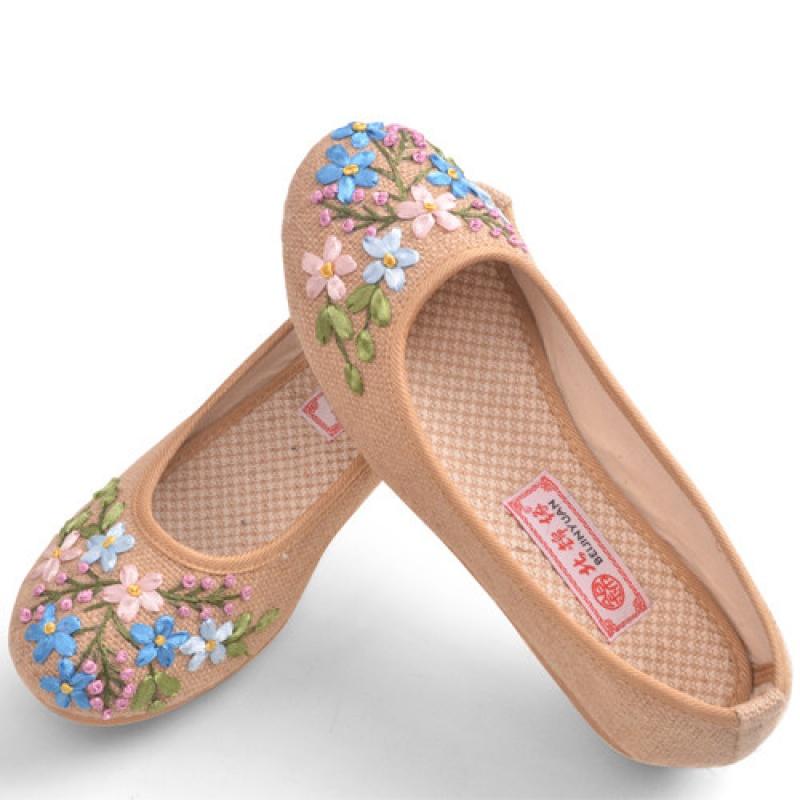 女绣花鞋中老年平底女布鞋防滑透气女单鞋老人鞋妈妈鞋