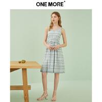 【520告白季】ONEMORE夏季新款吊带露肩性感收腰个性印花简约大方连衣裙女