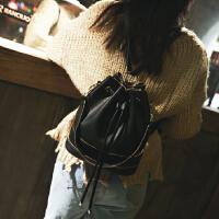 时尚百搭水桶抽绳双肩包女韩版休闲女士背包新款潮流旅行包包