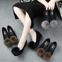 毛毛鞋女冬外穿坡跟毛球�涡��仍龈吲�鞋�@瘦棉瓢鞋加�q豆豆鞋 TBP