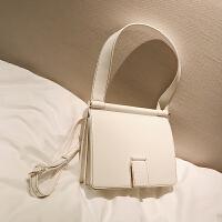 【】纯色手提信封包女春季新款欧美时尚单肩包复古斜跨女包潮SN0269 米白色 现货