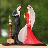欧式结婚礼品DIY刻字定制家居摆件新婚人物举杯庆祝树脂工艺