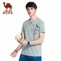 camel 骆驼男装 年夏季新款男青年休闲T恤 时尚门筒领印花短袖上衣