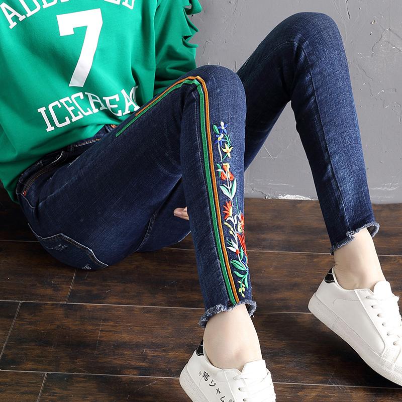 Freefeel2018春夏新款牛仔裤女刺绣时尚修身铅笔裤小脚裤