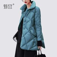 【新年狂欢到手价:668.5】魅斑大码时尚阔太太女士羽绒服2019新款冬季潮流帅气蓝色羽绒大衣