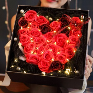 幸阁 永生花材心形玫瑰25朵礼盒赠灯 1557情人节圣诞节生日礼物送女友创意礼品