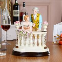 英国陶瓷瓷偶创意结婚礼物摆件情侣欧式奢华人物摆件高档别墅客厅 情侣栏杆146A2