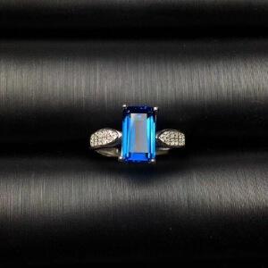 伦敦蓝托帕石戒指,颜色超深的伦敦蓝