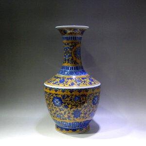 米黄地青花缠枝莲纹瓶