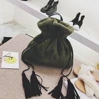小包包女冬季潮流新款女包时尚百搭流苏双肩包简约大气手提包