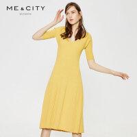 【2件1.5折价:134.9】MECITY女装V领亲肤法式紧身毛织坑条连衣裙有腰带