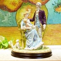 欧式奢华人物摆件温馨一家结婚礼物高档别墅客厅摆设陶瓷工艺品 情侣抱小孩144A2