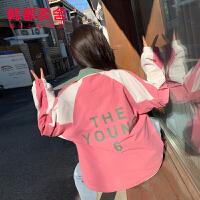 韩都衣舍2020春新款女装韩版粉色立领宽松撞色上衣短外套EK9395�e