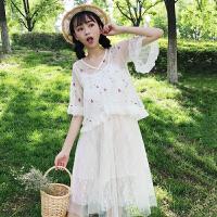 2018夏季新款韩版甜美刺绣花朵透视上衣+蕾丝吊带连衣裙女两件套
