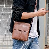 时尚复古男士翻盖小包单肩包韩版皮质街头手机包斜跨包 2018新款