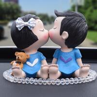 车载车上装饰品 创意汽车摆件可爱亲嘴娃娃情侣车饰平安车内饰品