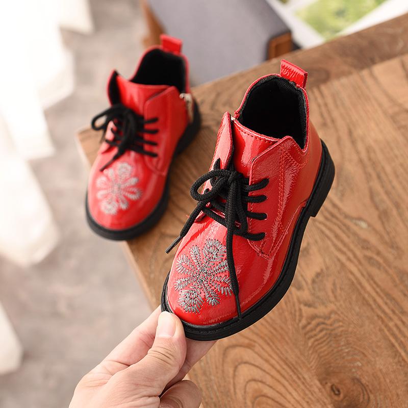 女童短靴2018秋冬新款公主鞋儿童马丁靴刺绣女童单靴子百搭学生鞋 红色 系带 单的  走进大自然的怀抱,美丽从这里起步。