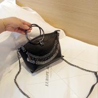 女士包包圆环包手提包2017新款斜挎包女链条包金属装饰贝壳包小包SN9704 黑色