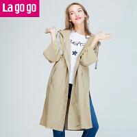 Lagogo2017秋冬季新款织带连帽开叉休闲风衣女中长款收腰薄款外套