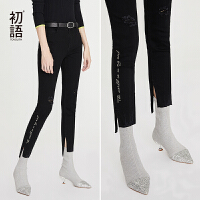 初语黑色破洞牛仔裤女时尚春装新款字母不规则裁剪毛边九分裤