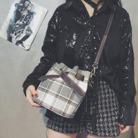 迷你小包包女2018新款潮时尚韩版简约百搭斜挎包手提水桶包女包包