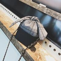 个性手提小包包女秋冬新款韩撞色链条斜跨水桶包百搭单肩女包