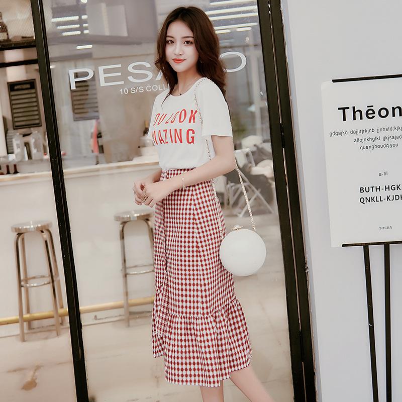2018夏装印花T恤+时尚百搭格子长裙两件套时尚套装 白色 发货周期:一般在付款后2-90天左右发货,具体发货时间请以与客服协商的时间为准