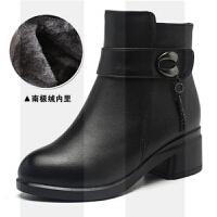 ����棉鞋冬季保暖加�q羊毛中年皮鞋舒�m女短靴粗跟中跟中老年靴子SN1057
