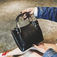 小包包女2018新款韩版潮简约子母手提包百搭复古单肩斜跨包水桶包
