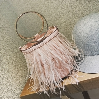 小包包女新款泰国潮牌圆环手提水桶包羽毛链条包女迷你斜挎包 粉红色